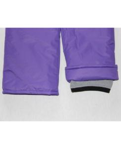 Фото фиолетового зимнего комбинезона, снегозащитные внутренние манжеты на обувь