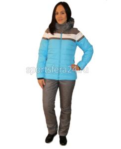 Фото девушки в голубо/сером зимнем прогулочном костюме
