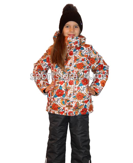 Фото девочки в зимнем костюме с оранжевым принтом